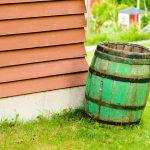 Regenwater opvangen met een houten ton